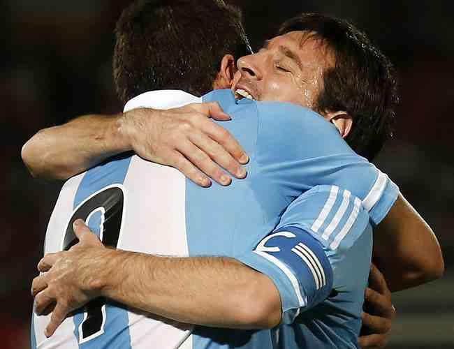 Argentina se acerca al Mundial, España se deja empatar con Francia 3