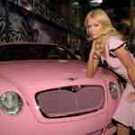 Coche de lujo Bentley en rosa de celebridad 1