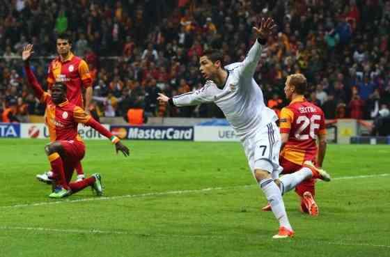 cristiano ronaldo celebra un gol ante el galatasary