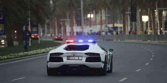 policia dubai lamborghini