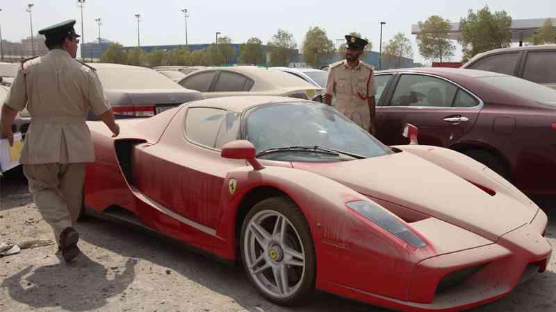 Coches abandonados Dubai