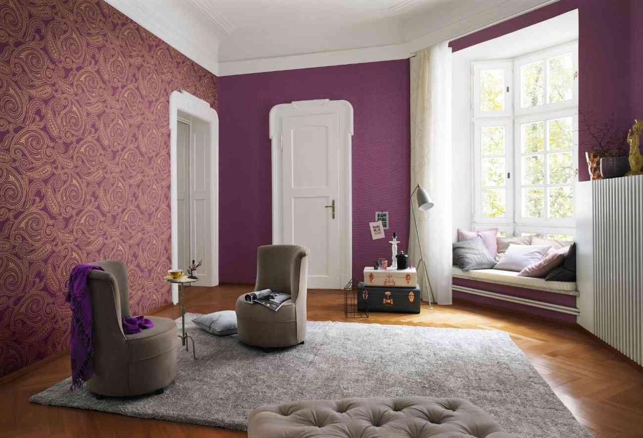 una buena propuesta es la de combinar en una misma estancia paredes decoradas con papel pintado con pinturas de colores el resultado es