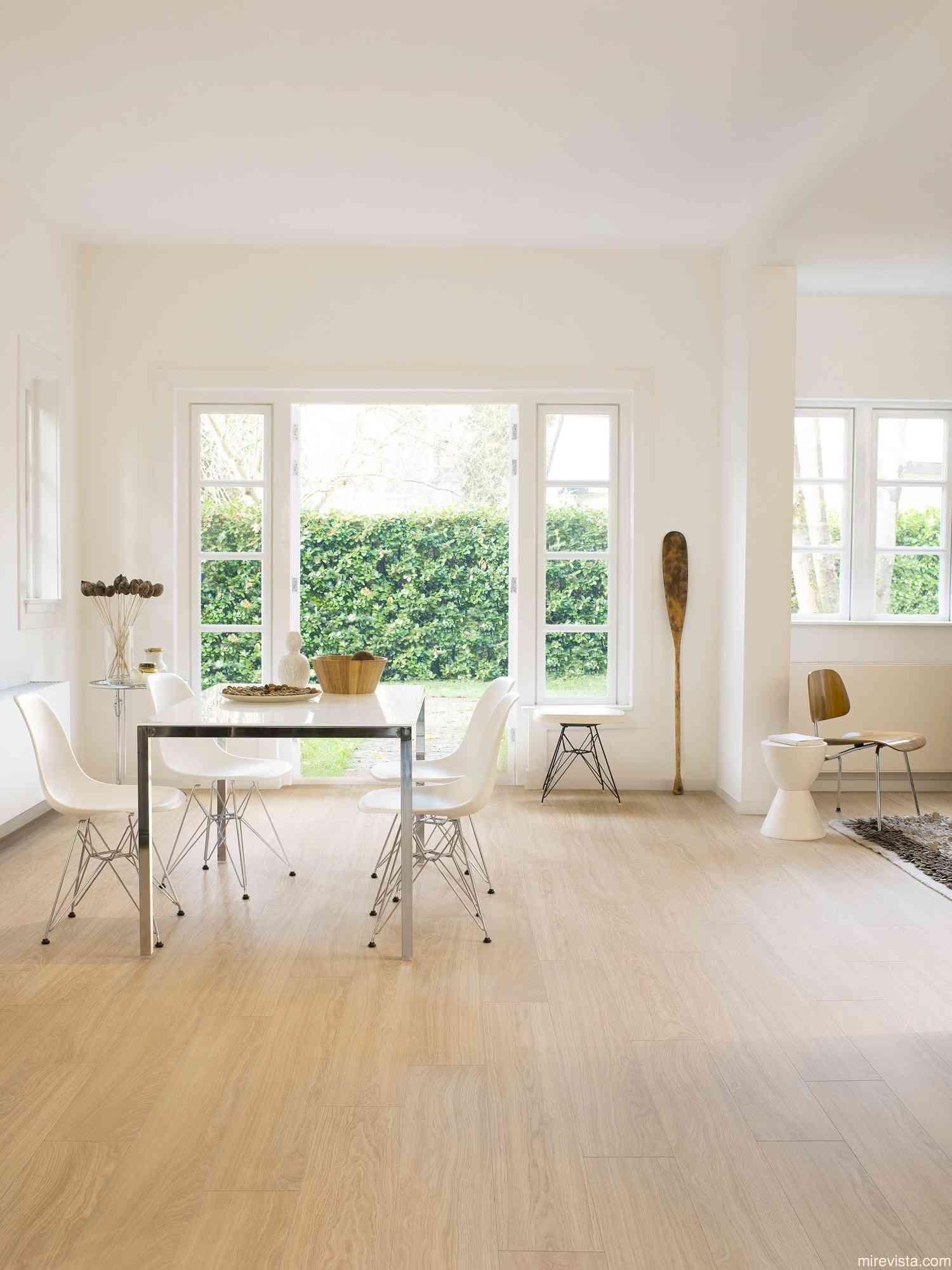 Ilumina tu hogar decorando con pintura blanca 15