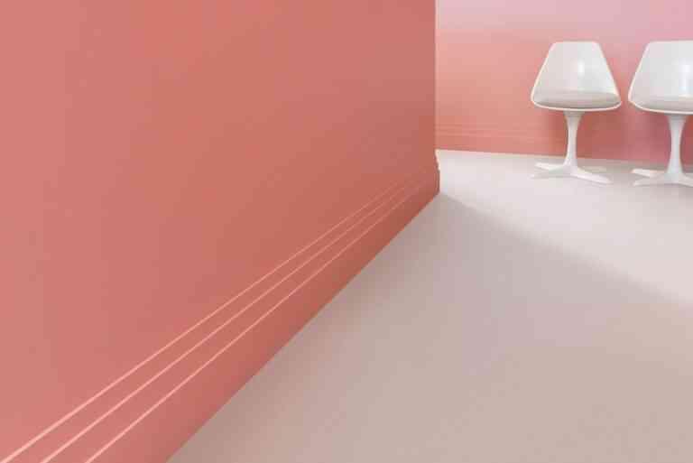 Una nueva piel en suelos y paredes con zócalos