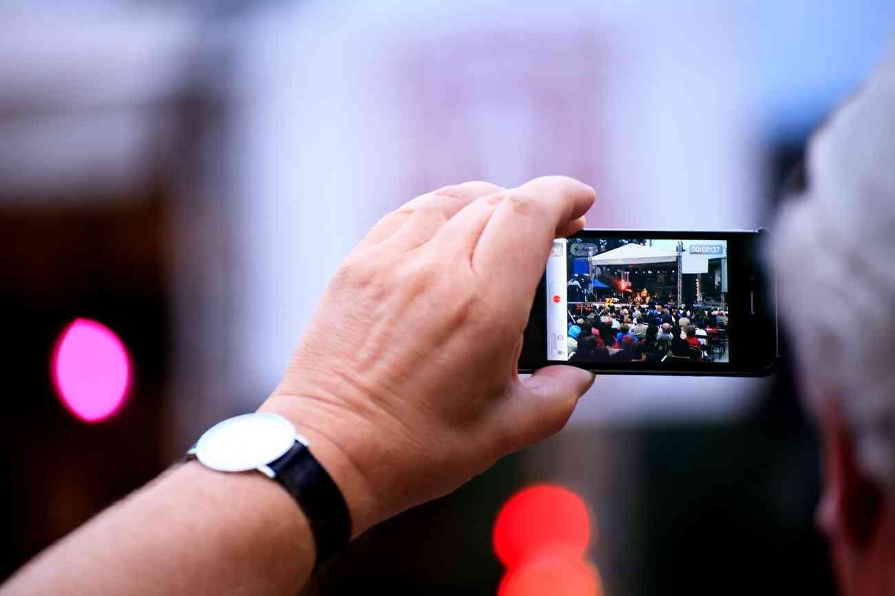 ¿Es legal hacer fotos y vídeos en playas, conciertos o sitios públicos? 1