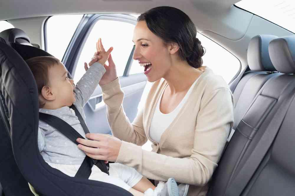 Más de la mitad de los padres, ponen en riesgo a sus hijos en el coche 1