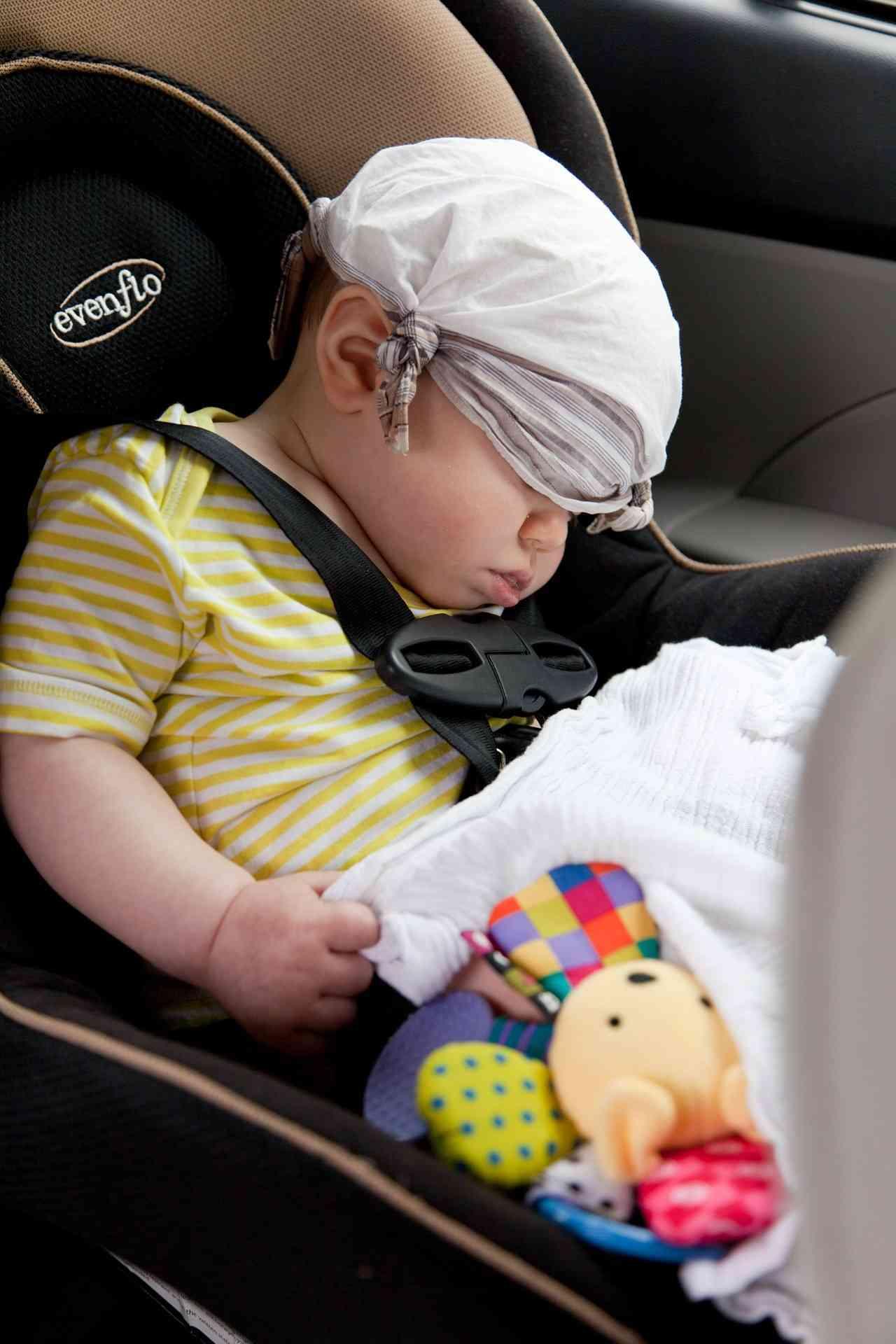 Más de la mitad de los padres, ponen en riesgo a sus hijos en el coche 2