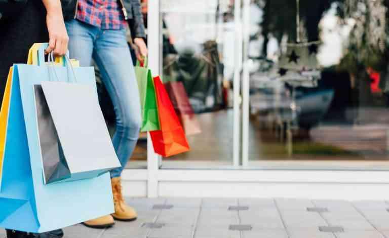 El 64% de españoles prefiere comprar en pequeños comercios