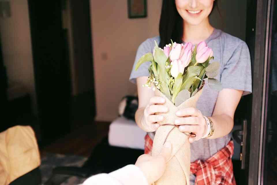 5 motivos por las que regalar flores a una mujer