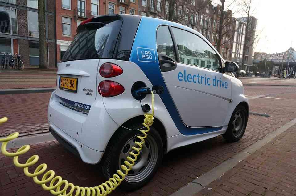 Casi la mitad de los consumidores no se plantea comprar un coche eléctrico 2