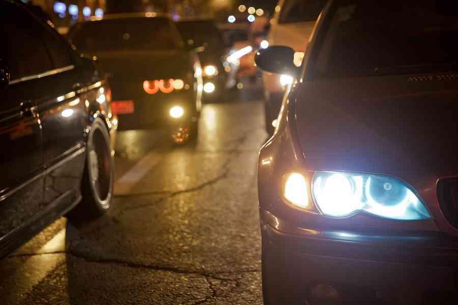 Los españoles siguen teniendo problemas al conducir de noche
