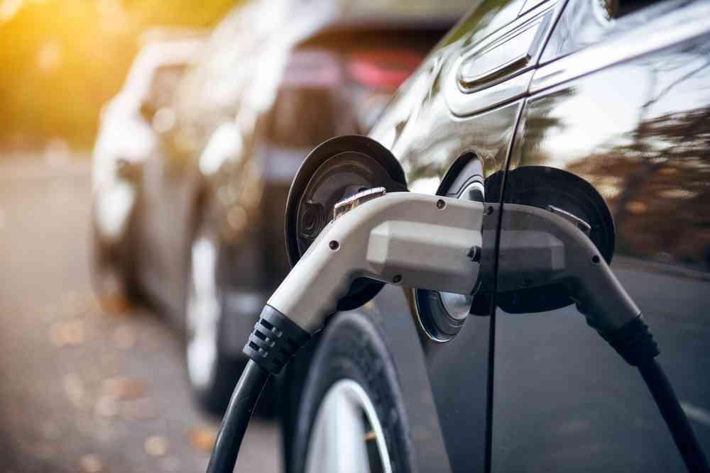 Casi la mitad de los consumidores no se plantea comprar un coche eléctrico 1
