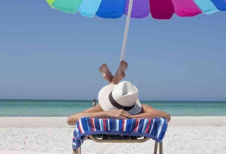 Los españoles tienen problemas para desconectar en vacaciones