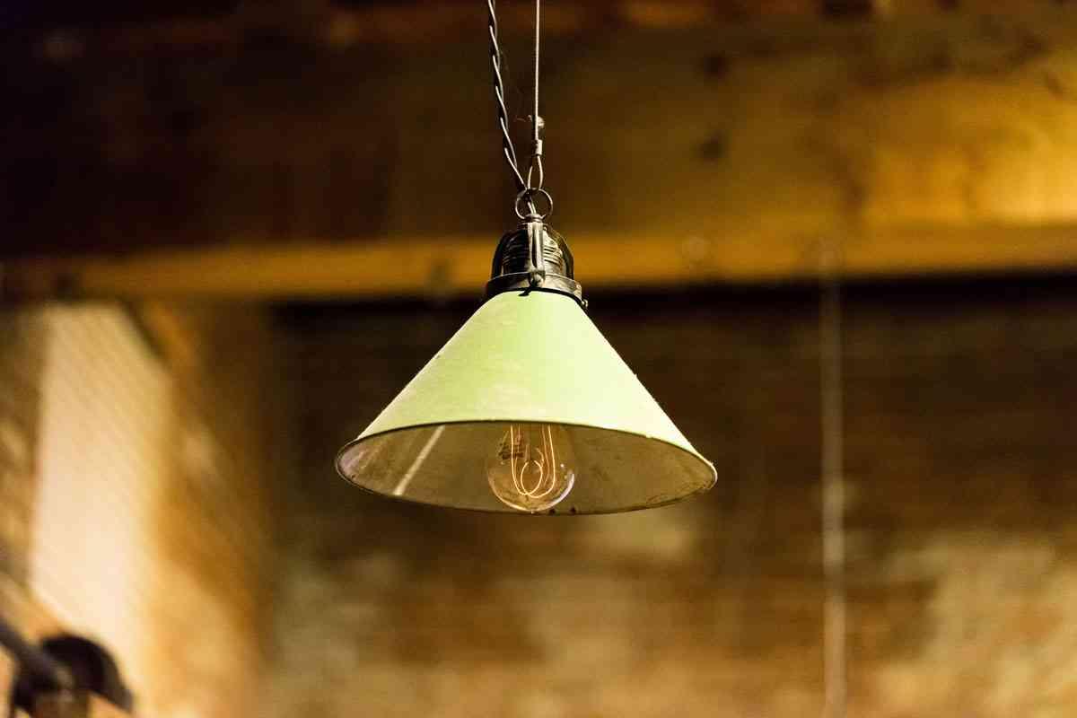 Cómo iluminar con una lámpara colgante el comedor de tu hogar