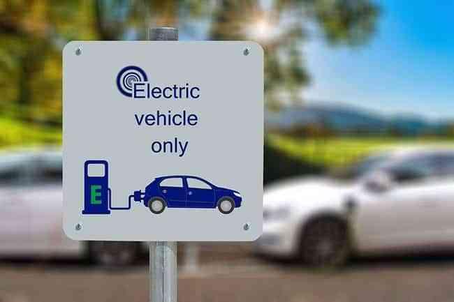 El 70% de los españoles no plantea comprar un coche eléctrico en la próxima década 1