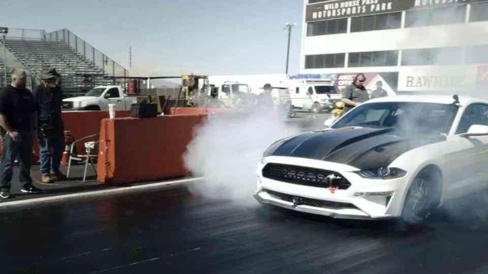 Ford Performance presentó el Mustang Cobra Jet 1400, un primer prototipo dragster totalmente eléctrico de fábrica 1