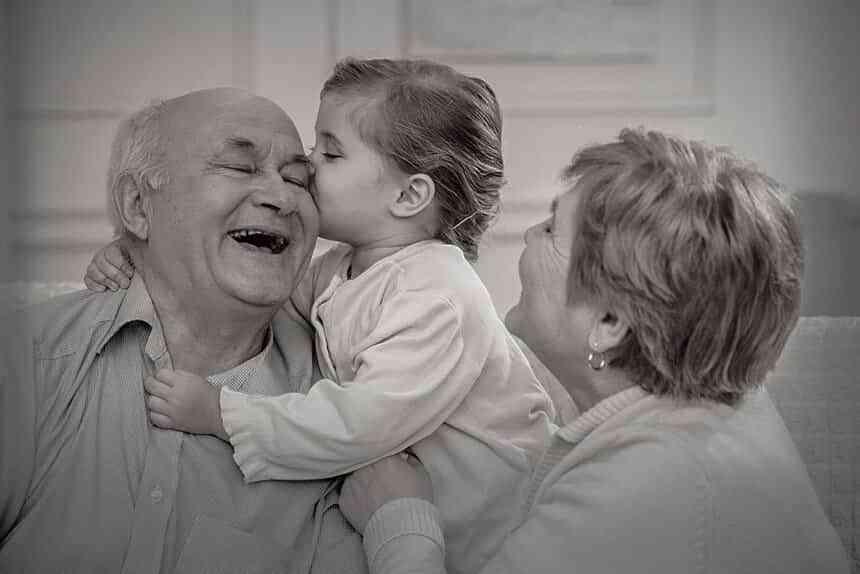 Estar con los abuelos está entre las tres cosas que hacen más felices a los niños y una de las que más extrañan 1