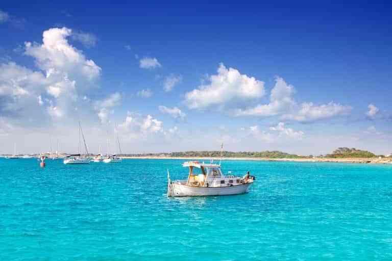 4 motivos por los que alquilar una embarcación si vas a visitar Formentera