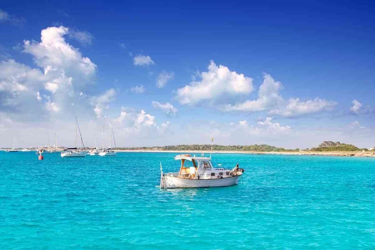 4 motivos por los que alquilar una embarcación si vas a visitar Formentera 3