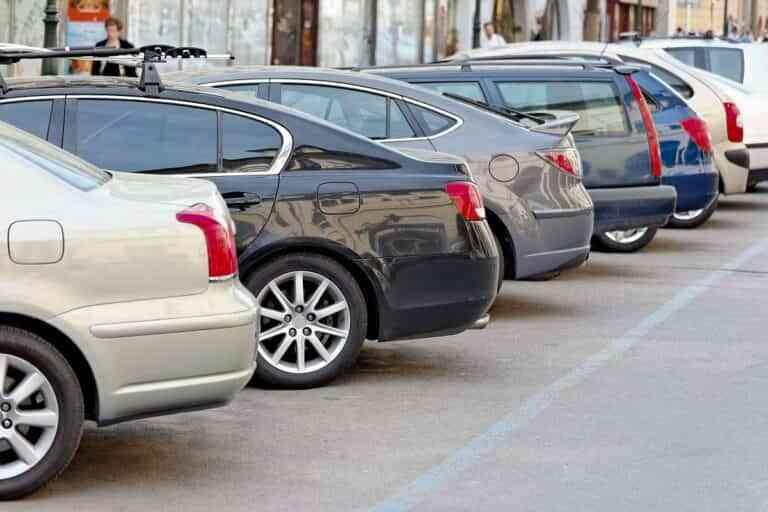 Robos y golpes, las mayores preocupaciones a la hora de aparcar el coche en la calle