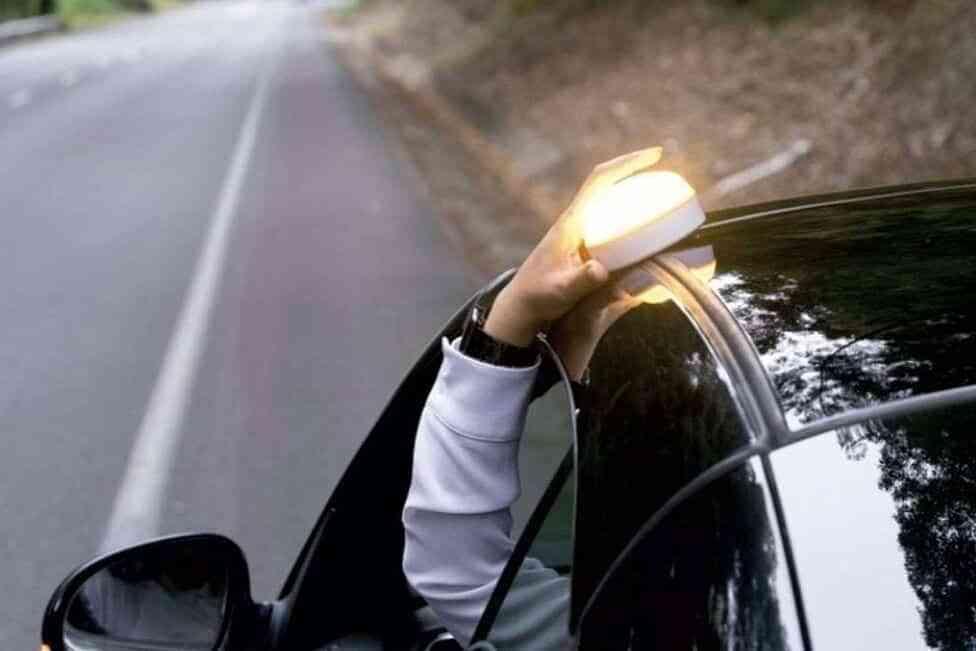 Beneficios de las luces V-16 al conducir con niños