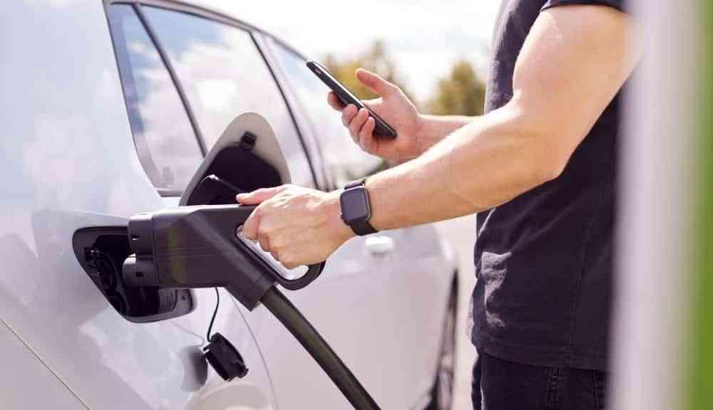 Los españoles apuestan por la compra de coches con etiqueta cero
